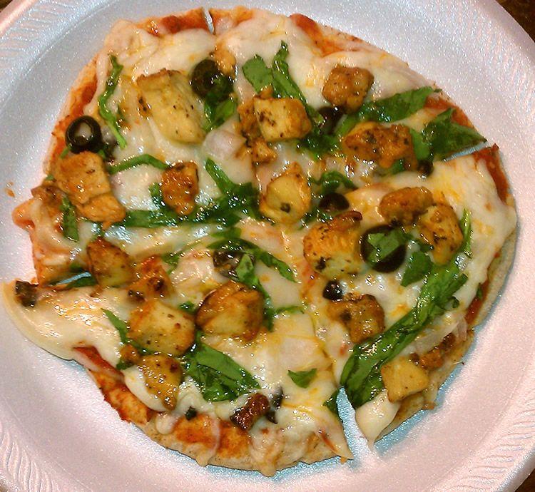 """Perfect"" Pita Pizza    http://healzoo.com/2011/09/18/perfect-pita-pizza/#"