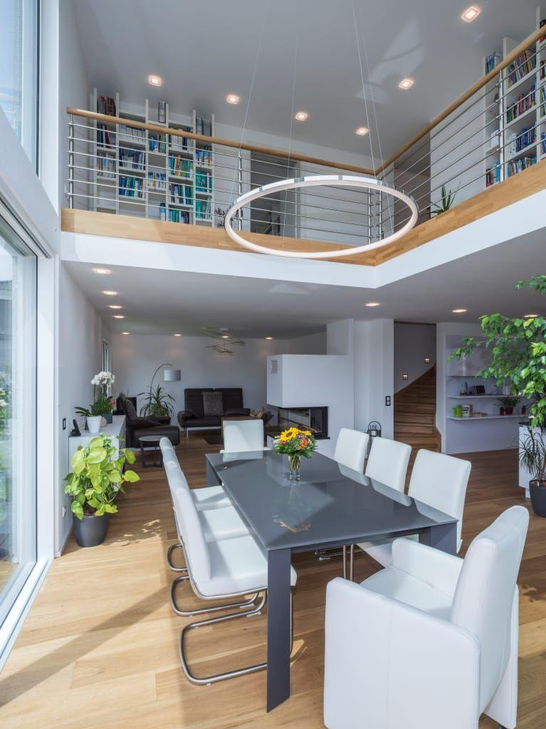 Okologisches Leben Auf Hochstem Niveau Modern Von Der Kitzlingerhaus Gmbh Co Kg Mode In 2020 Wohnen Offene Wohnraume Esszimmer Modern