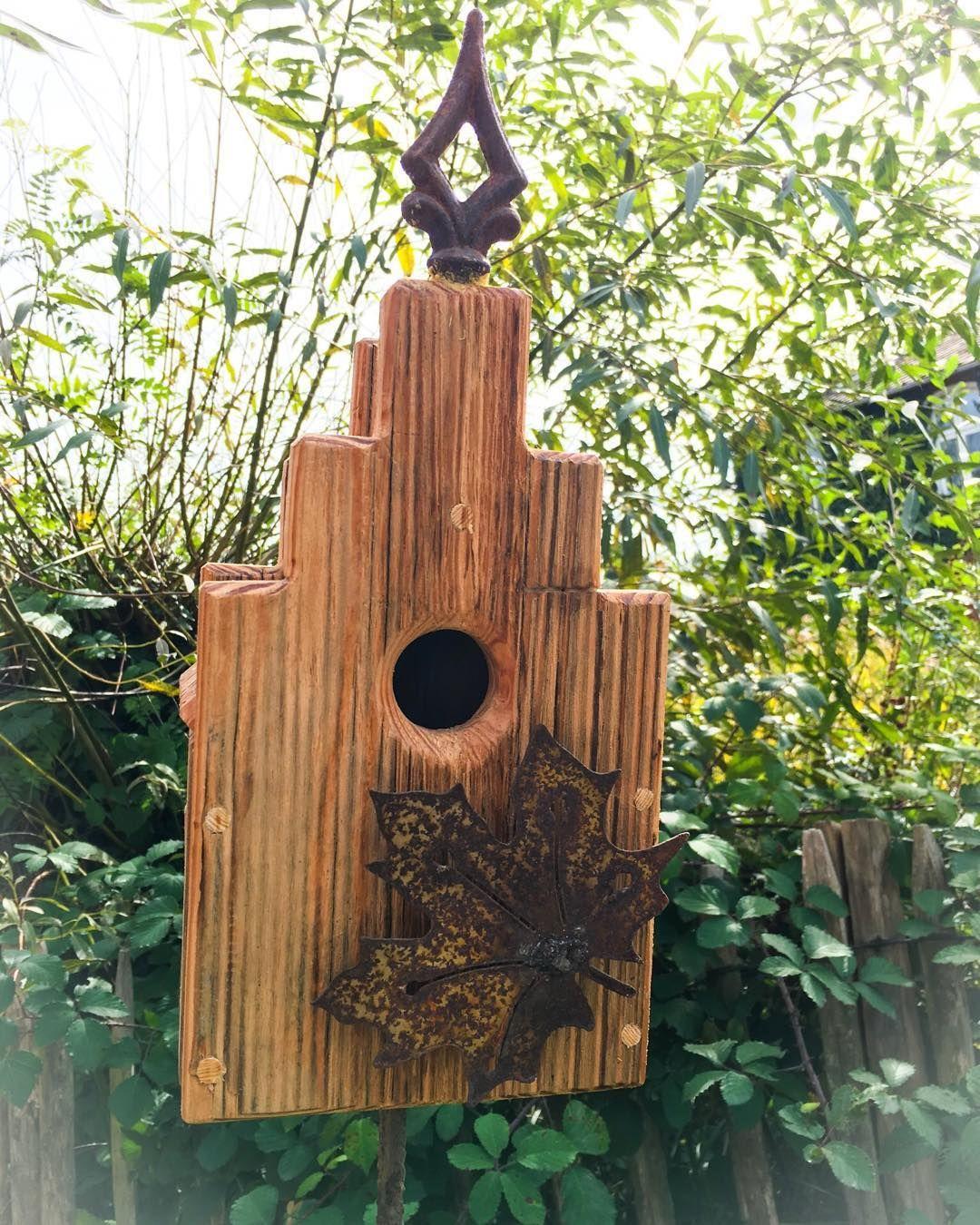 Ein Schmuckstuck Fur Unsere Waldenzaune Dieses Schmucke Vogelhaus Besteht Aus Aufbereitetem Alten Baumaterial Und Besticht Durch Die Hu Outdoor Decor Outdoor Home Decor
