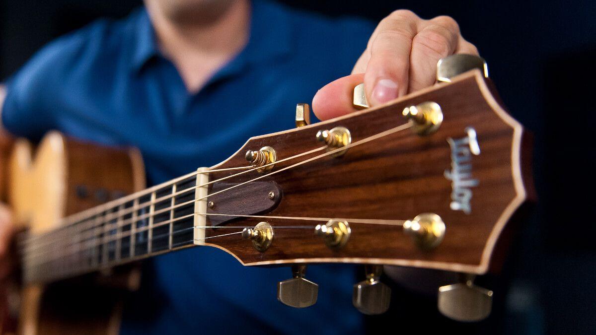 A free stepbystep beginner guitar lesson series that