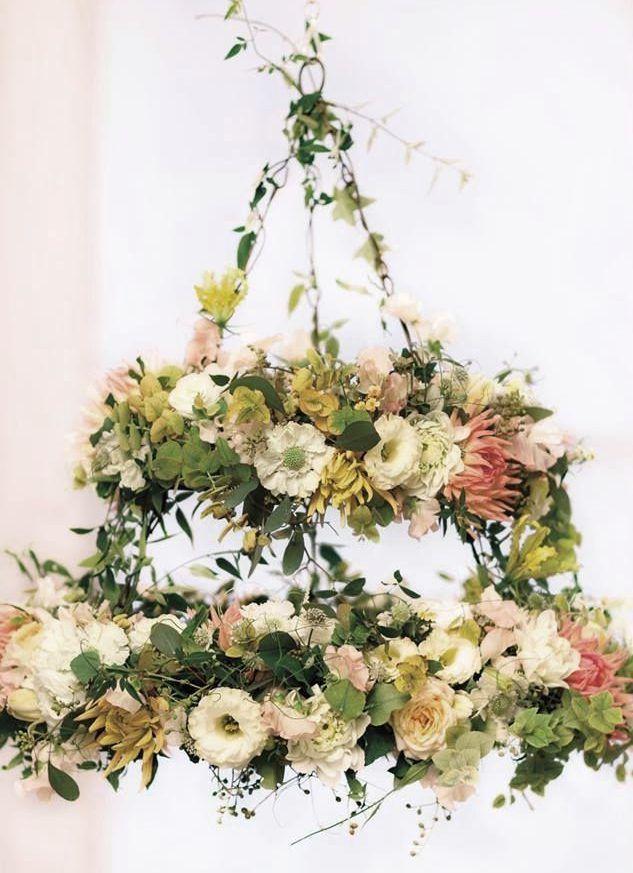 Arreglos Florales Colgantes en AlquilerUna decoración de una boda
