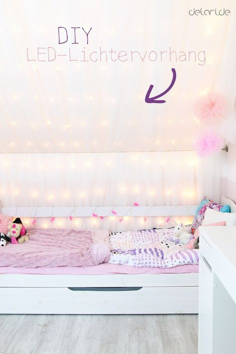 Kinderzimmer Ideen Mädchen DIY Lichtervorhang Bett Dachschräge - www - ideen fur leseecke pastellfarben
