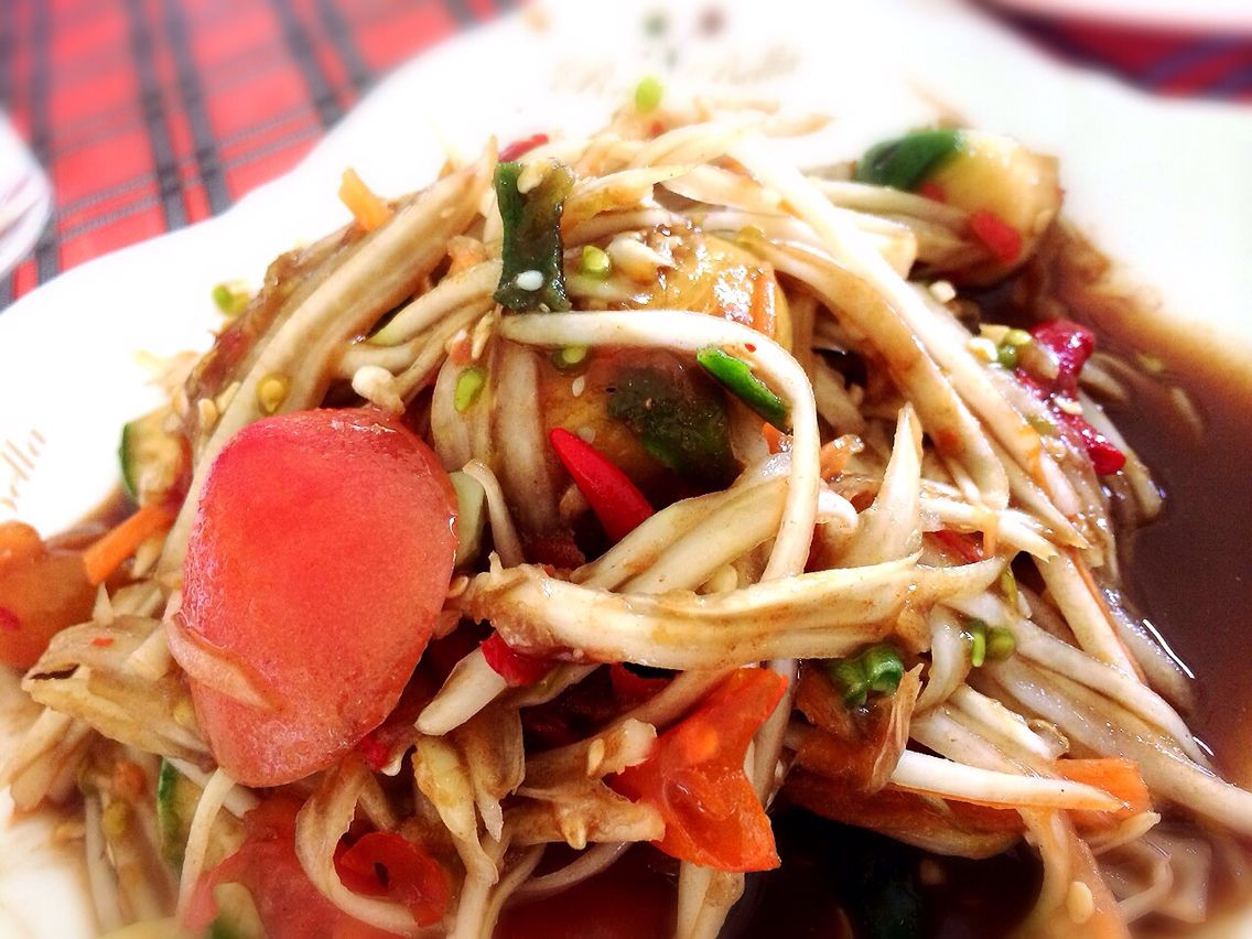 Som-tum (ส้มตำ) Papaya spicy salad ตำปูปลาร้า รสชาติถึงใจ  WAG Group Kai Kittichote ID line https://line.me/ti/p/~kaiwag   FB เฟสบุ๊คผมครับ. ไก่ กิตติโชติ แอดกันมานะครับ https://m.facebook.com/profile.php?id=100006687666005
