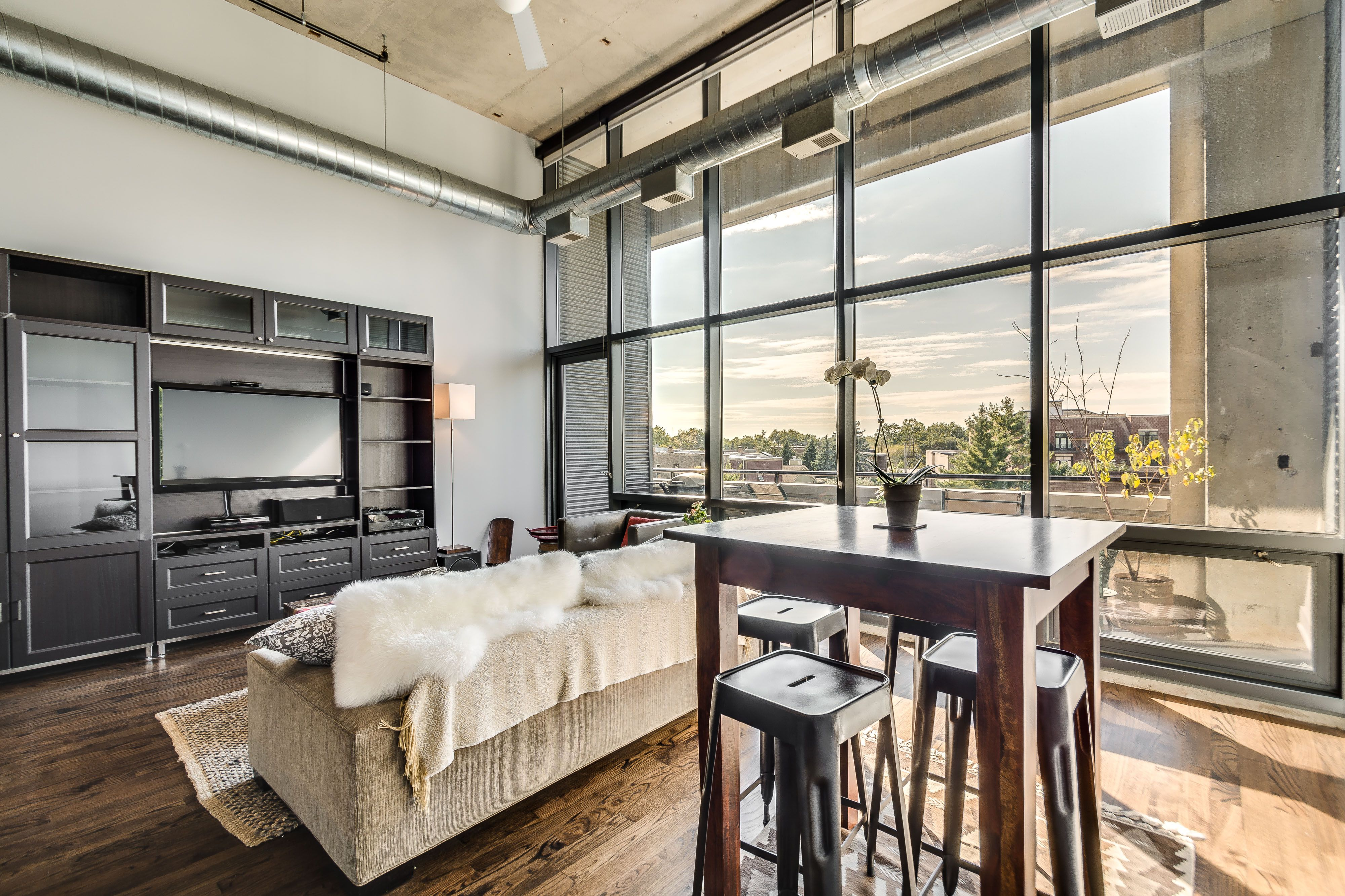 A terrace off the living room provides a space for grilling in the summer at this loft on the north side. #loft #loftliving #chicago #lakeview #northcenter #chicagorealestate #apartment