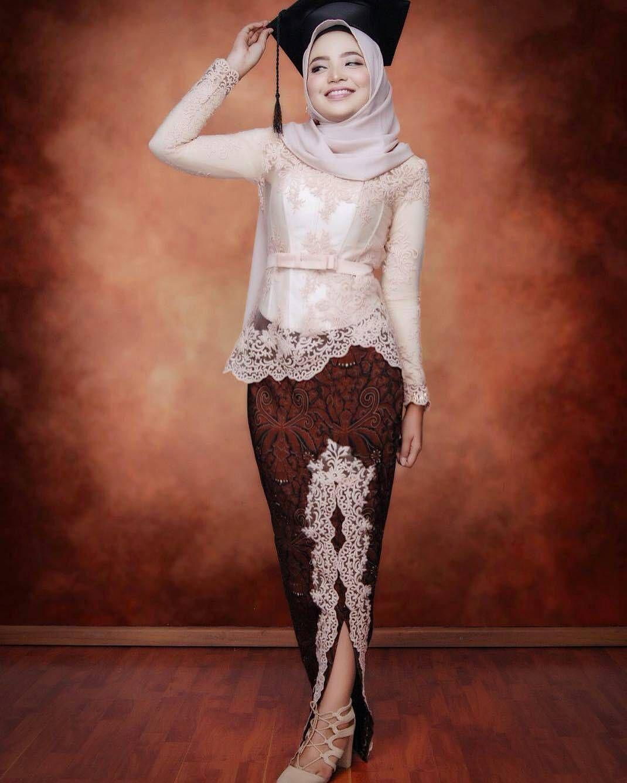 11 Model Kebaya Wisuda Modern 11 Simple Elegan HijabTuts  Model