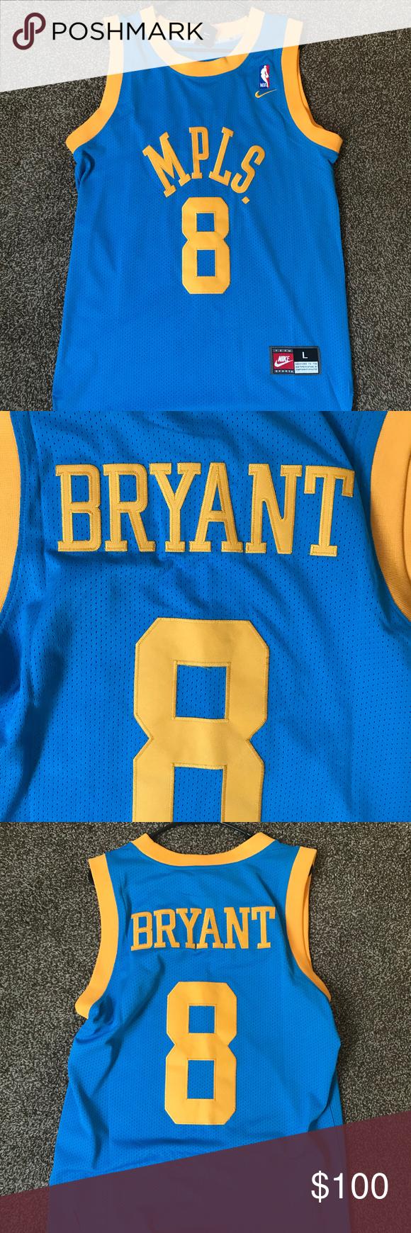 KOBE BRYANT NIKE COLLEGE JERSEY - SIZE: L   Kobe bryant, Bryant, Kobe