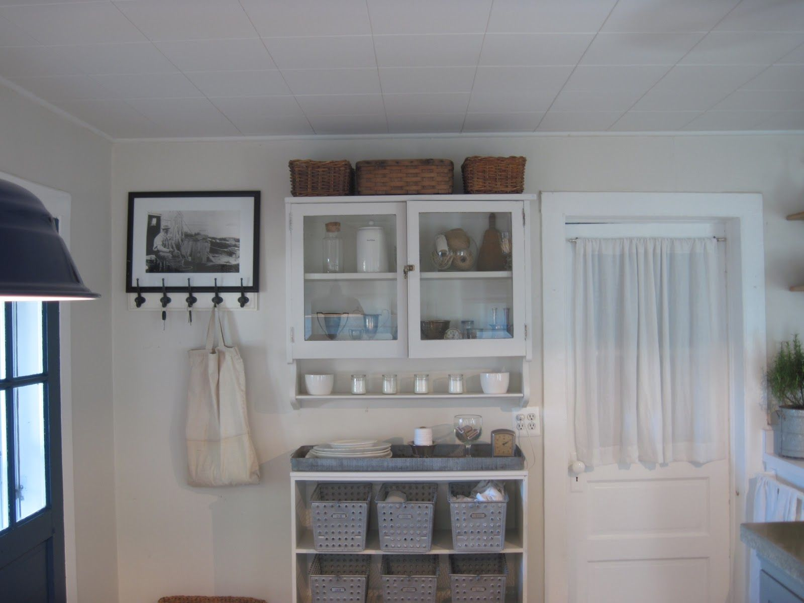 benjamin moore china white paint colors benjamin moore china white home decor bookcase. Black Bedroom Furniture Sets. Home Design Ideas