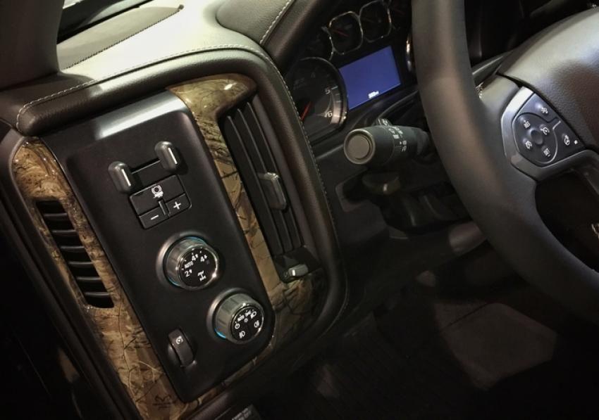 Chevy realtree partner on new silverado realtree 2016 - Chevy truck interior accessories ...