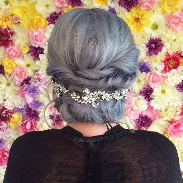 @korylynn with flowers and Sterling hair for the win 🦄😍 #arcticfoxhaircolor