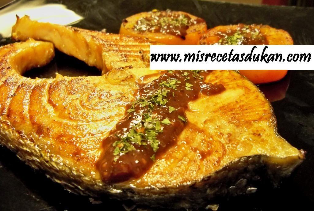 Esta receta es especialmente buena y vistosa. Ideal para cualquier celebración, con el salmón marinado con salsa de miel y soja triunfaréis.