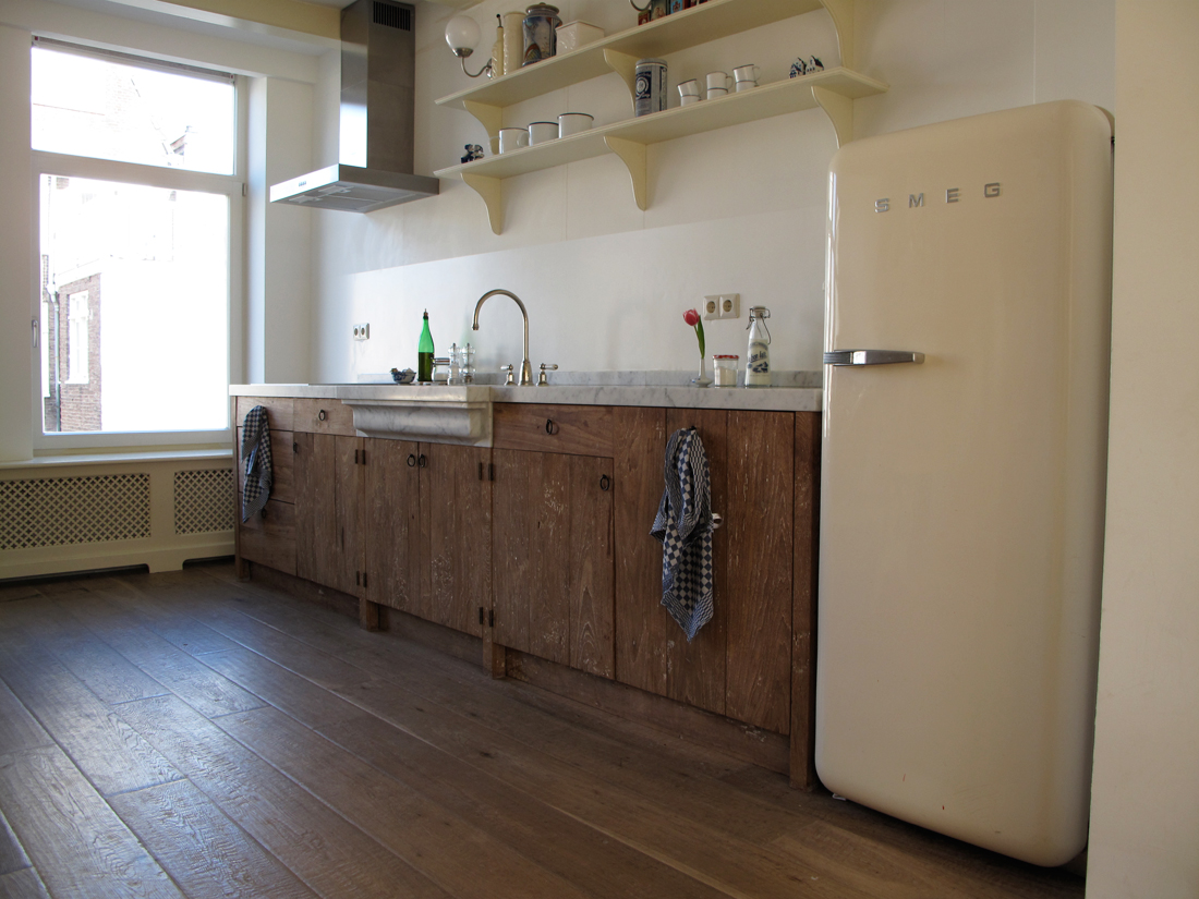Keukens op maat van oud hout en natuursteen oude bouwmaterialen bij jan van ijken eemnes www - Tegel keuken oud ...