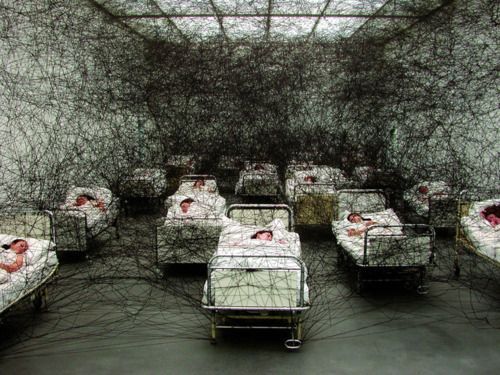 Chiharu Shiota, During Sleep. (2005). Installation at Museum Moderner Kunst Karnten in Klagenfurt, Austria