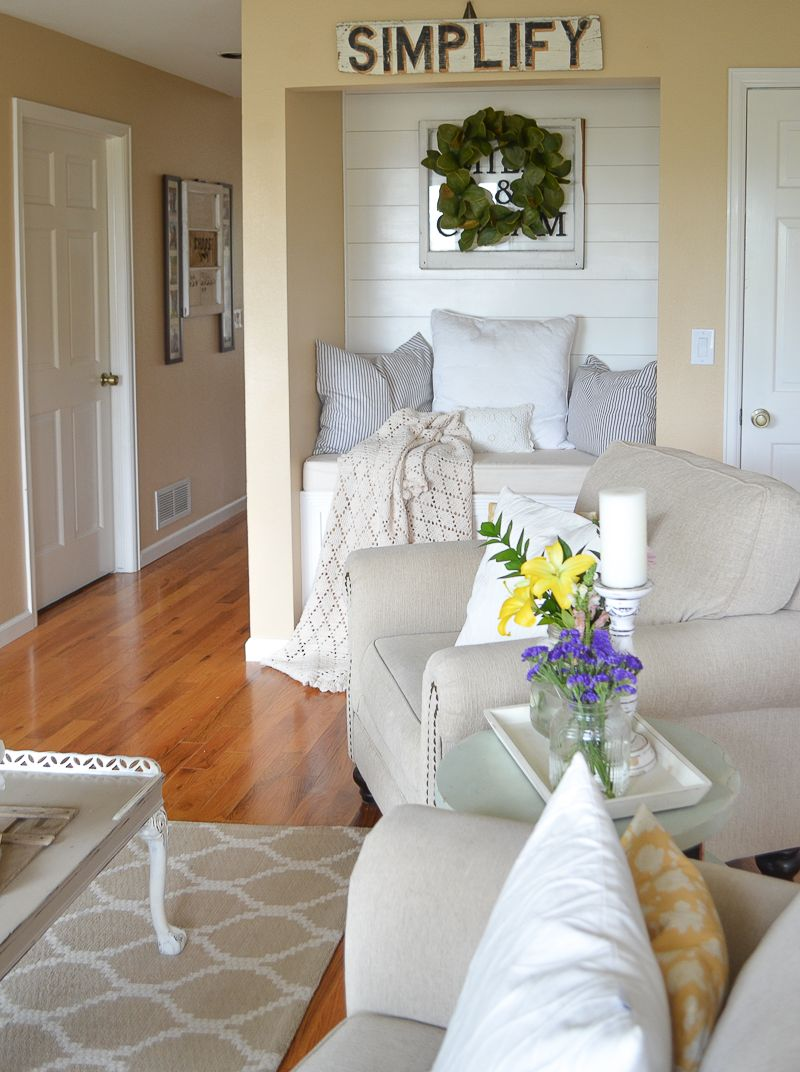 Simple Spring Decor in the Living Room | Farmhouse style, Living ...