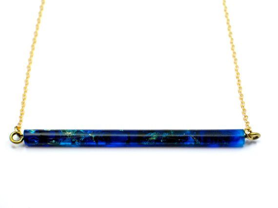 Tube resin pendant necklace, blue midnight resin gold flakes. Modern jewelry. Made in Barcelona. Minimal. Raw brass