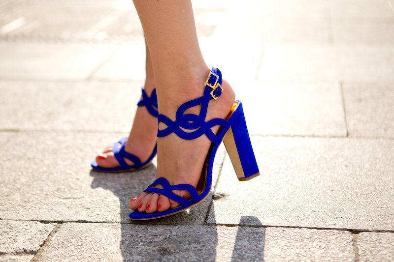 Orange pop with leo details and royal blue pumps - The Golden Bun - German…
