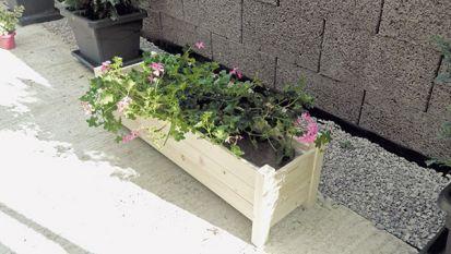 Lacný drevený kvetináč na balkón a terasu