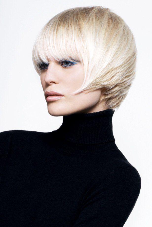 Short layered hairstyle | Coupe courte avec frange, Coupe de cheveux, Vog coiffure
