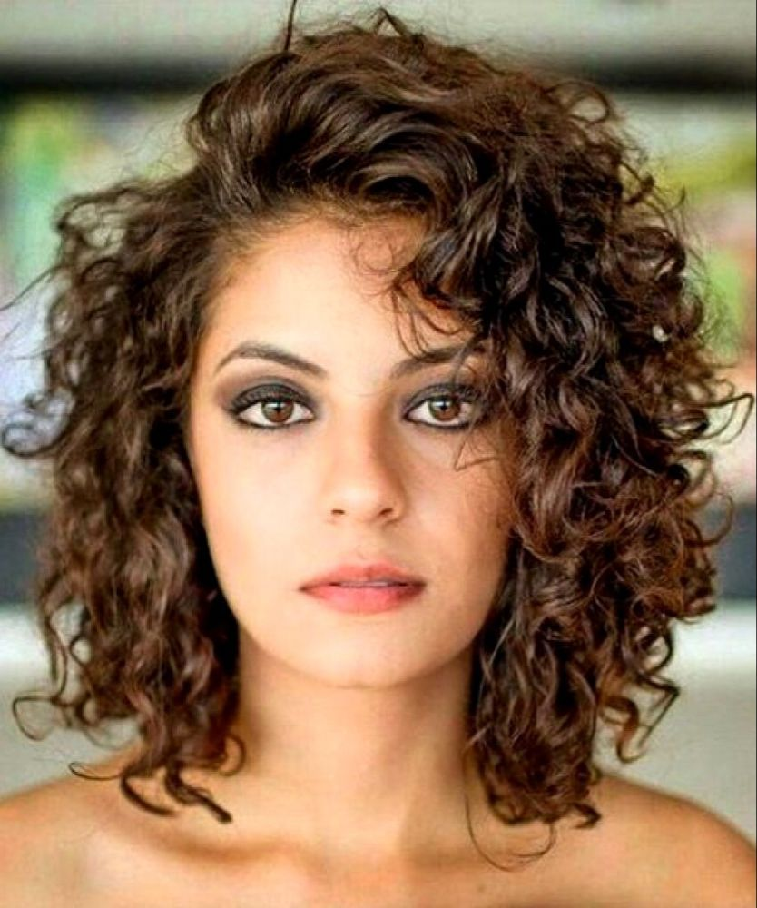 20 Glamorous Mid Length Curly Hairstyles For Women Haircuts Hairstyles 2021 In 2020 Mid Length Curly Hairstyles Curly Hair Photos Medium Hair Styles