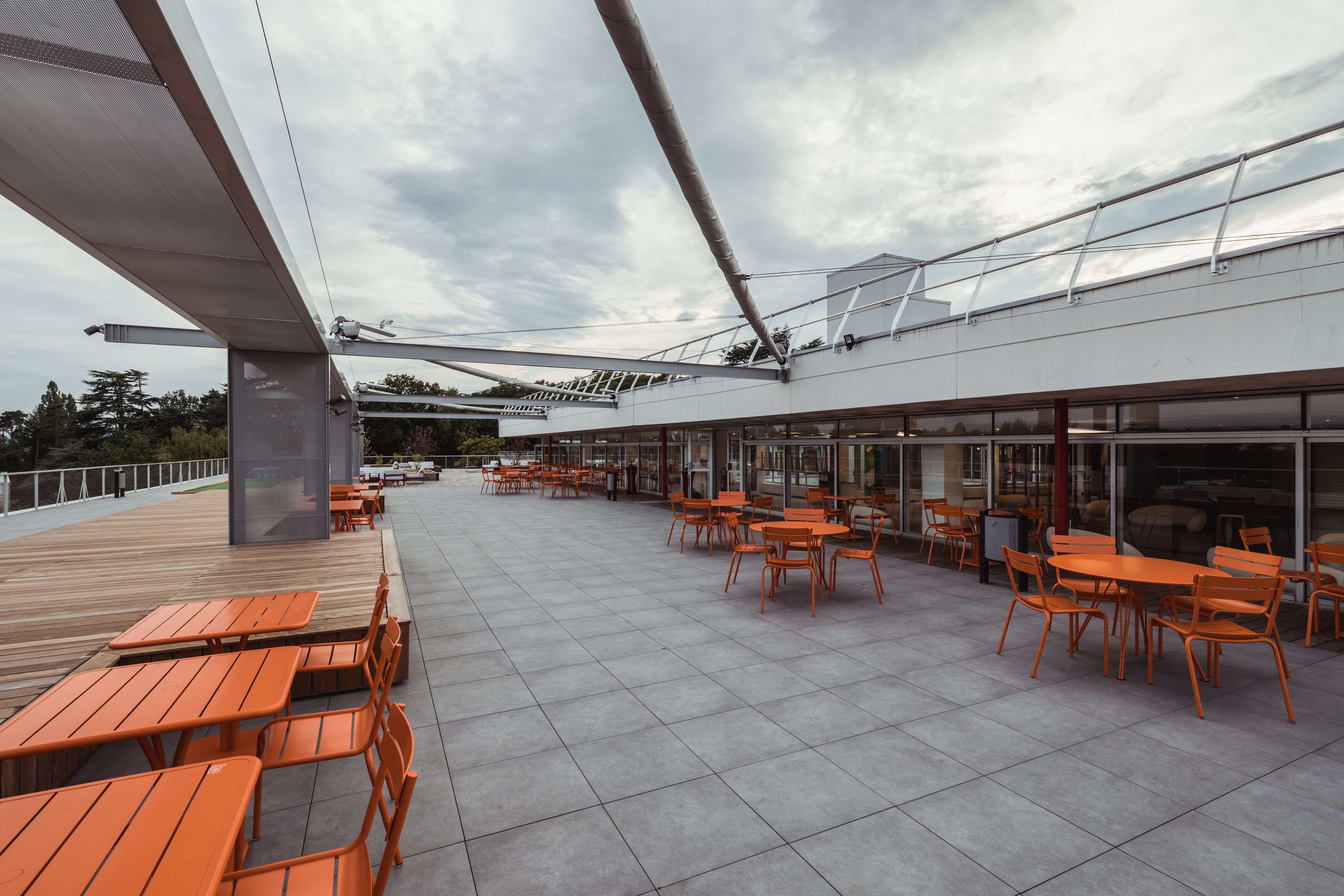Amenagement Des Espaces Exterieurs A L Emlyon Business School