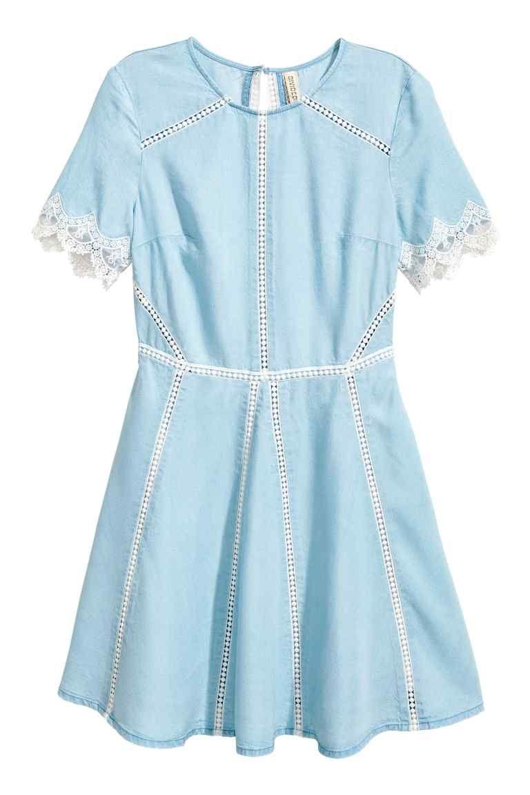 73f52badced28 H&M NL Korte jurk - Lichtblauw kanten wit dress light blue lace trimmings  white
