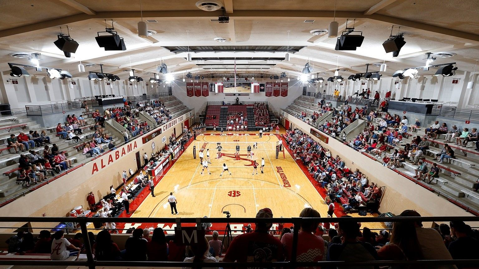 Alabama Volleyball Finalizes 2016 Schedule University Of Alabama Athletics Alabama Athletics Volleyball Alabama