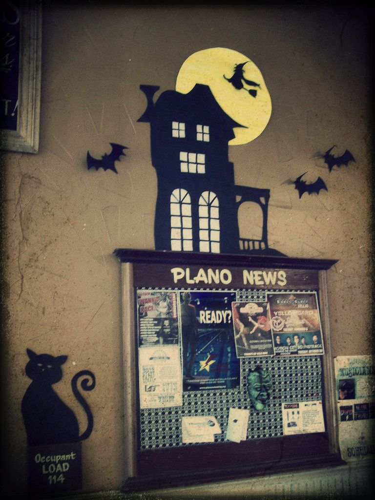 DIY haunted house  bats made from construction paper BOO - Halloween Office Decorations Ideas