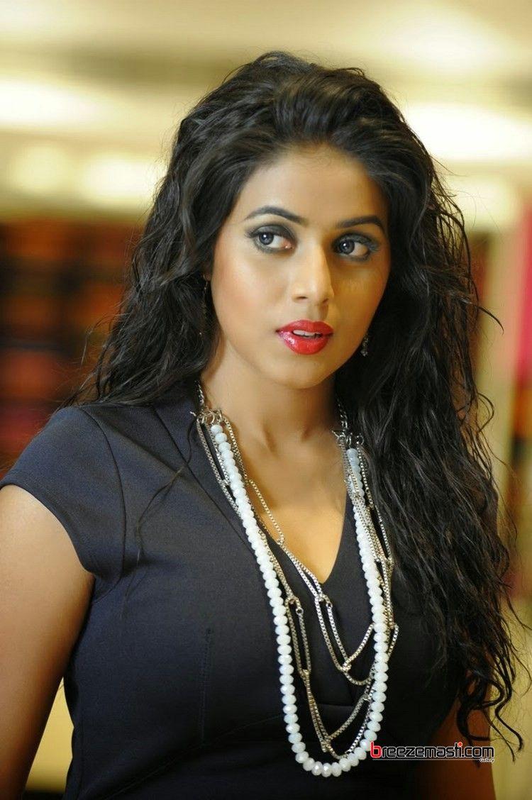 Poorna Telugu Actress Photos 4  Its Hot 2 -8543