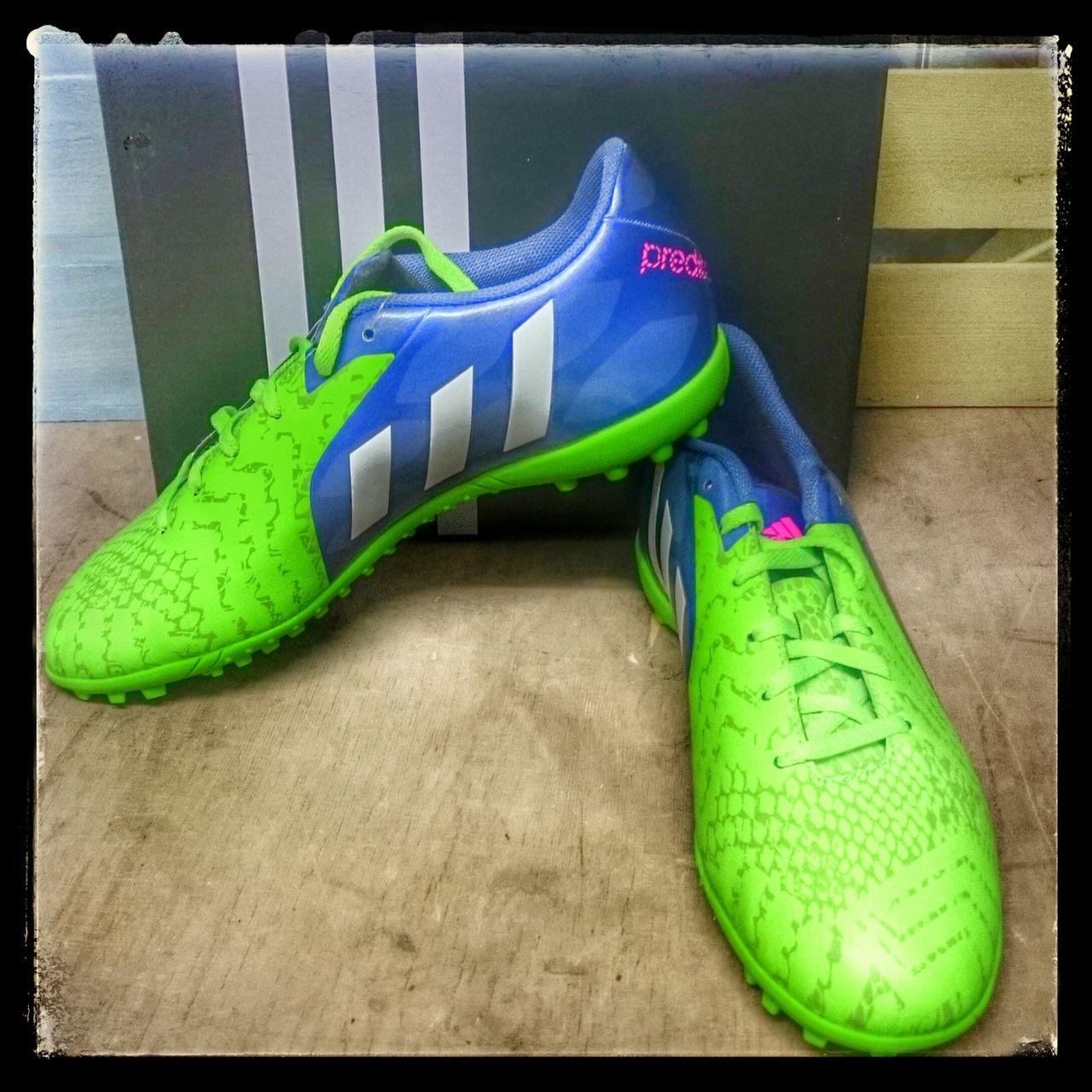 Adidas predito instinct supernatural turf football