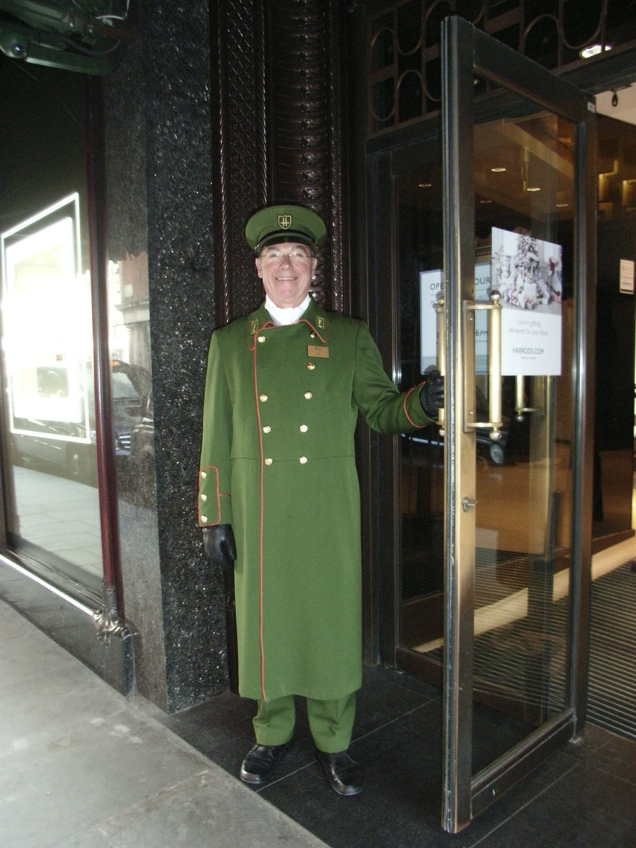 A harrods doorman porte cochere pinterest harrods for Door 4 harrods