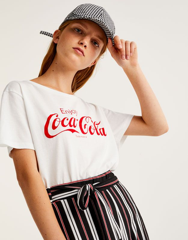 pull bear femme v tements t shirts t shirt coca cola enjoy blanc 09236212 i2017 t. Black Bedroom Furniture Sets. Home Design Ideas