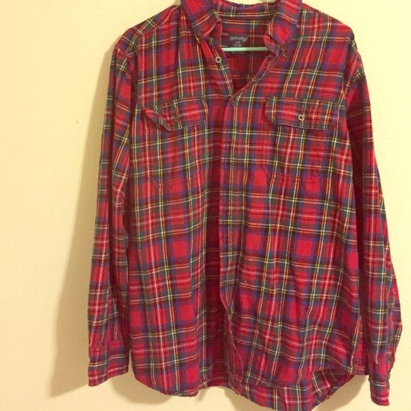 Men's flannel Red men's flannel, very soft, barely worn Tops Button Down Shirts