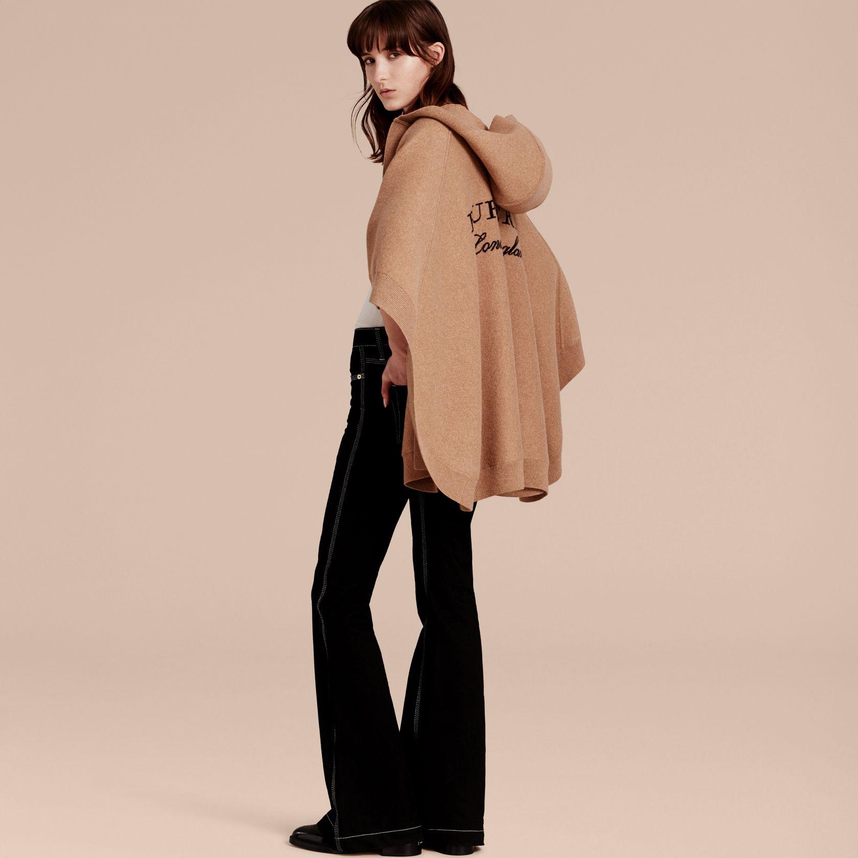 64fecbb4a06c Poncho à capuche en laine et cachemire mélangés (Chameau) - Femme   Burberry