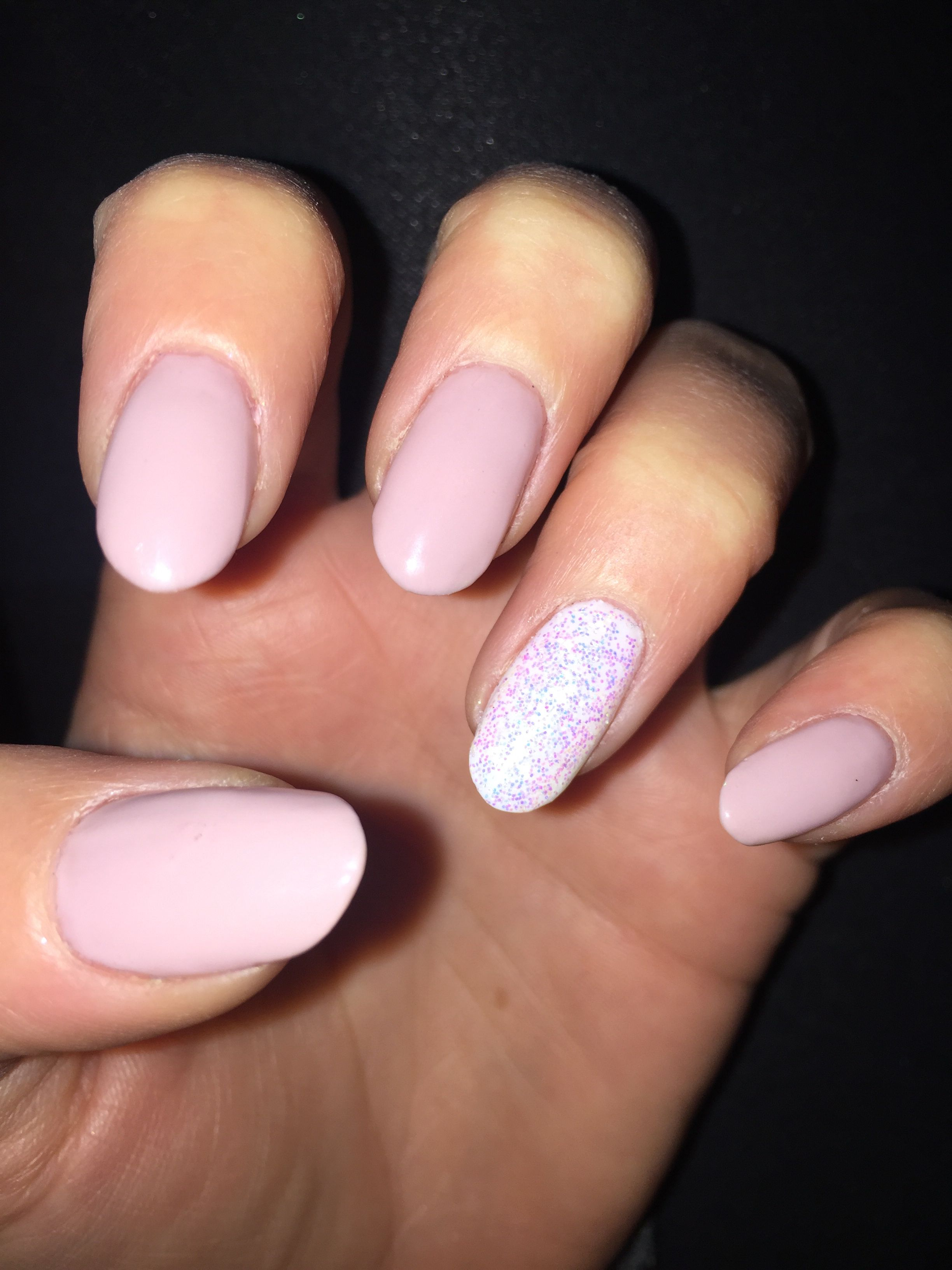 Dusky Pink Nails Ring Finger With White Glitter Pink Nails