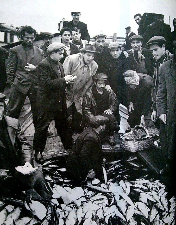 """""""Denizcinin üzerine gün doğmaz."""" (Parmak Damgası - Halikarnas Balıkçısı) F: 1950 - Kumkapı Balıkçıları """"Ara Güler"""" #istanlook"""