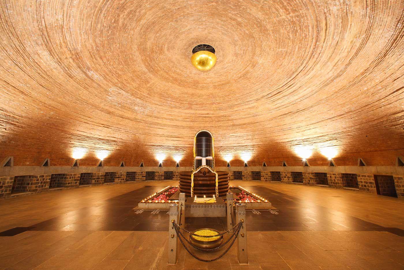 Indian Spiritual Retreats 10 Best Meditation Centers In India Cnt India Isha Yoga Best Meditation Yoga Retreat