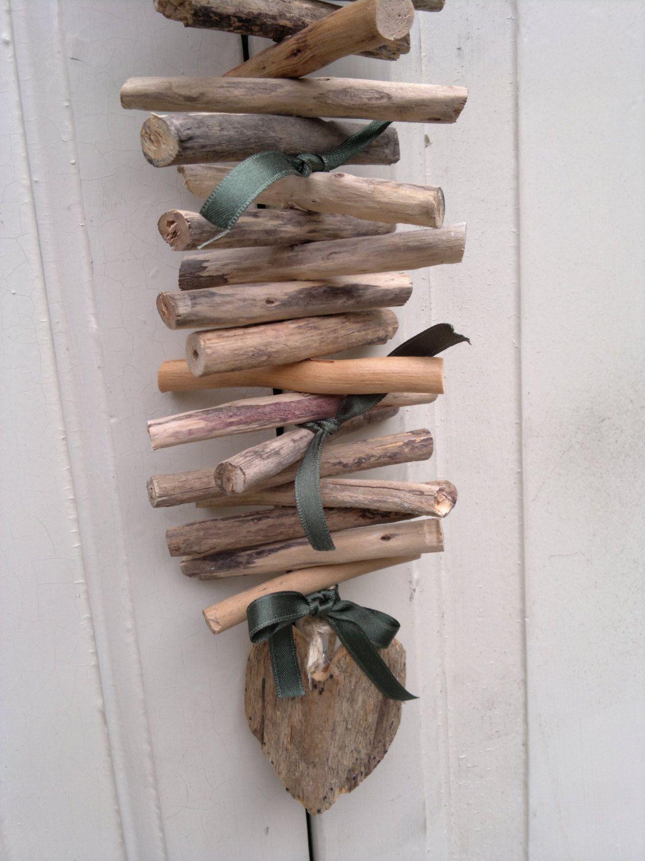 Decorazione da appendere in legno spiaggiato naturale con cuore e nastri verde kale, addobbo natalizio, decoro di Natale, festone di natale di Engardina su Etsy