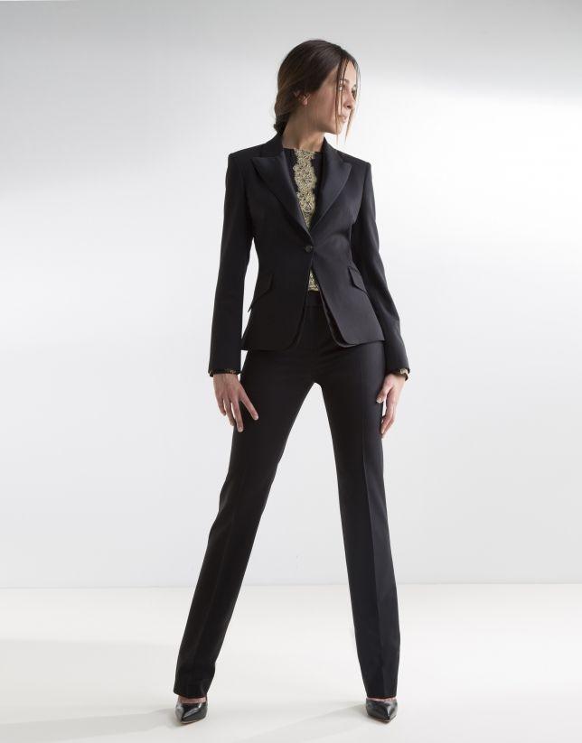 db625ba81 Blazer negra de mujer, cuello solapa en raso, con carteras en ...