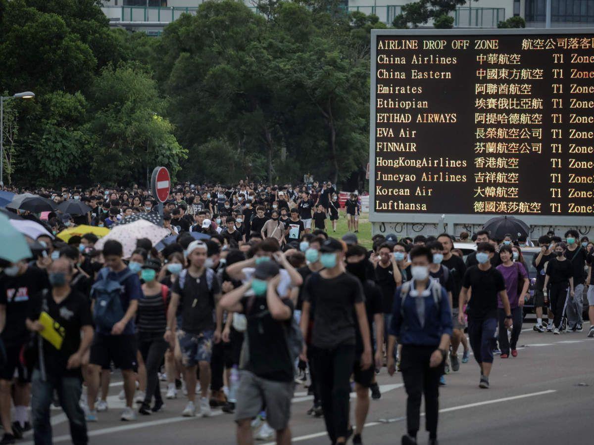 Men disguised as demonstrators help police make arrests