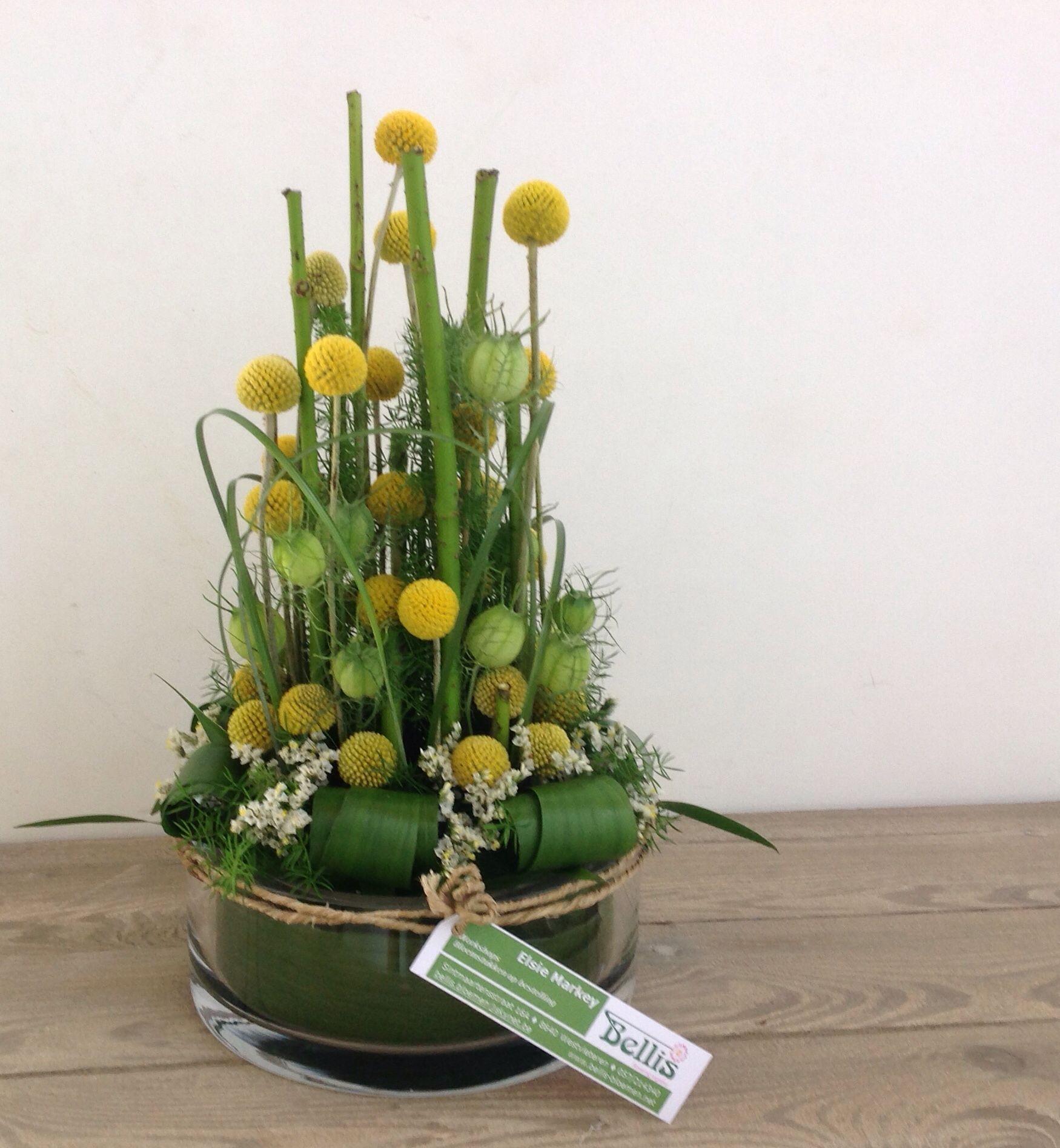 Photo of Parallel bloemstuk: niet in juiste verhouding met ondergrond.