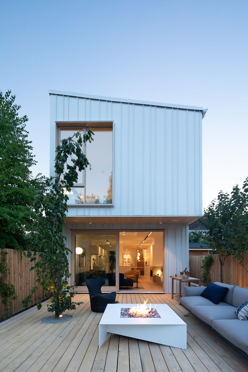 This New House In Vancouver Sits On A Narrow 20×200 Foot ...