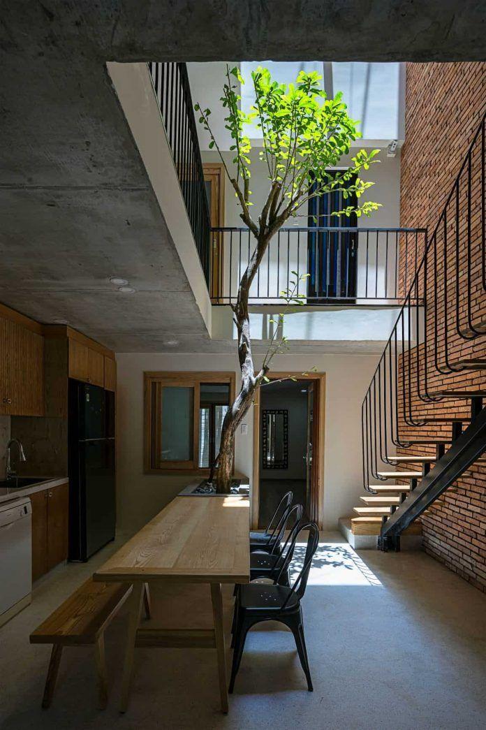 DT House  Nhà trong nhà is part of Architect house, Front courtyard, Courtyard house, Architect, Architecture house, Courtyard design - DT house một căn nhà nhỏ với diện tích 5x20m quen thuộc ở Việt Nam, nó hình thành với ý tưởng là một căn nhà nhiệt đới