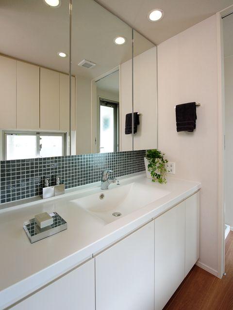 1f洗面所 タイル参考 自宅で バスルームの化粧台 洗面所 タイル おしゃれ