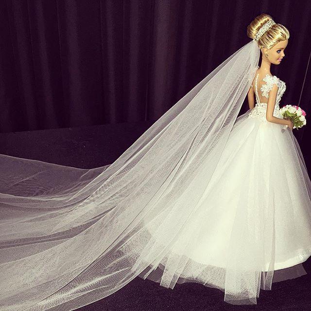 ⚜Elen Soares⚜ #replicas #sammurakammi #bride #bridestyle #noiva #noivasdeluxo #dress #vestidodenoiva #vestidosbaphos #altacostura #hautecouture #dolls #weddingdolls #barbie #barbiebride #barbienoiva #barbiestyle #cerimonial #weddingplanner #photo #weddingphotography #fotografiadecasamento #art #artesanal #feitoamao #handmade #love #sougrato #tksGod