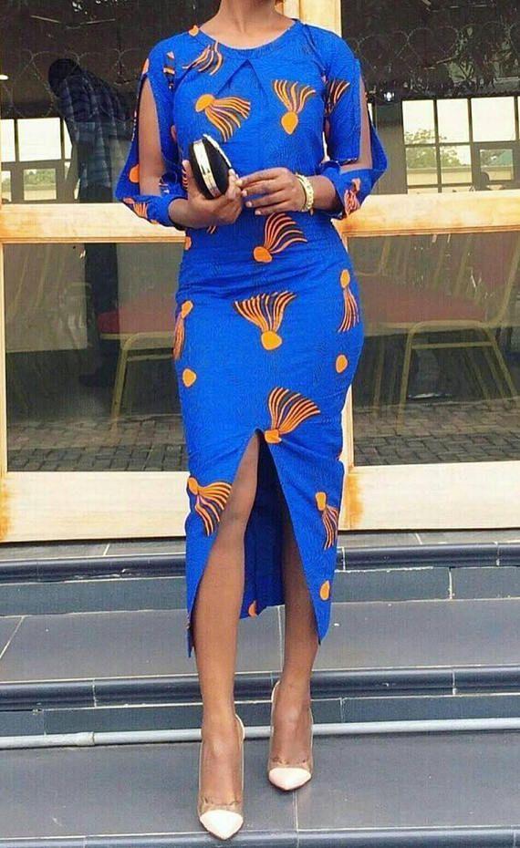 b96a8316fb0c6 Robe à imprimé africain Fait d un tissu de coton de haute qualité Classe,  simple et élégant Couleur   bleu Ideal pour le travail, dîners et fêtes de  mariage ...