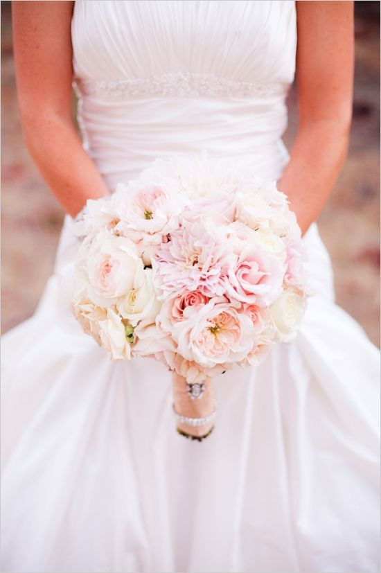 asiel design julie kay kelly photgraphy bridal bouquet of blush pink garden roses auswasher rose pink dahlias white roses