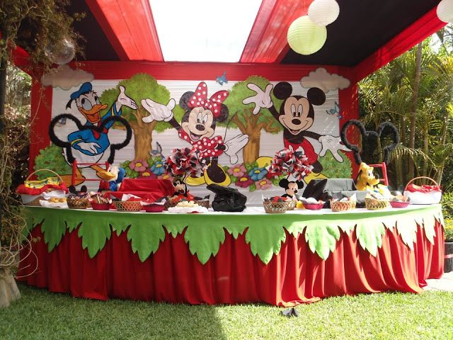 decoracion de minnie mouse y mickey mouse en fiesta infantil