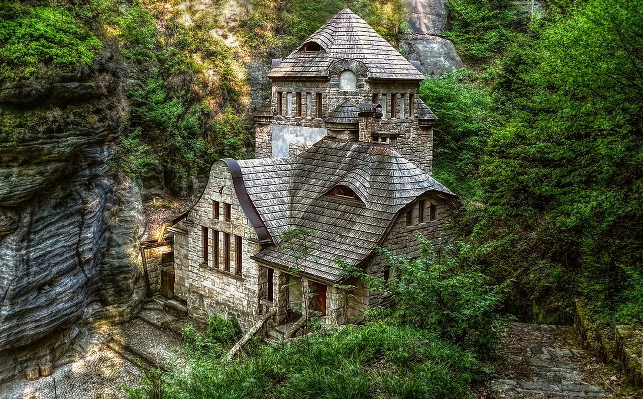 Looks like a small castle in the woods castles cottages for Small houses that look like castles
