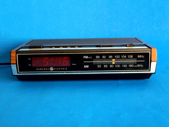 Vintage General Electric Digital Alarm Clock Radio Model EA7 - 4630D