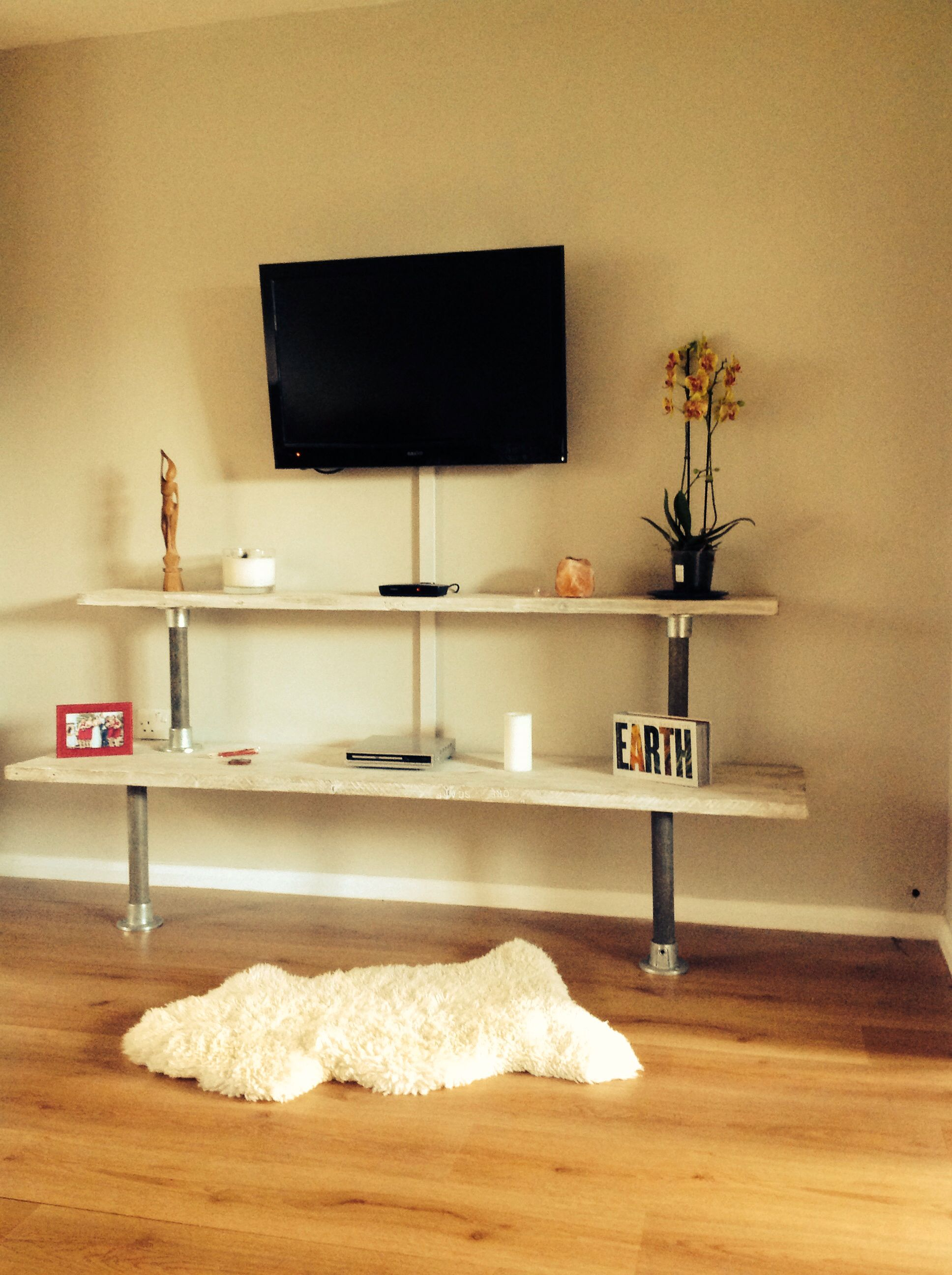 DIY tv shelves from reclaimed scaffold boards and poles | Home decor ...