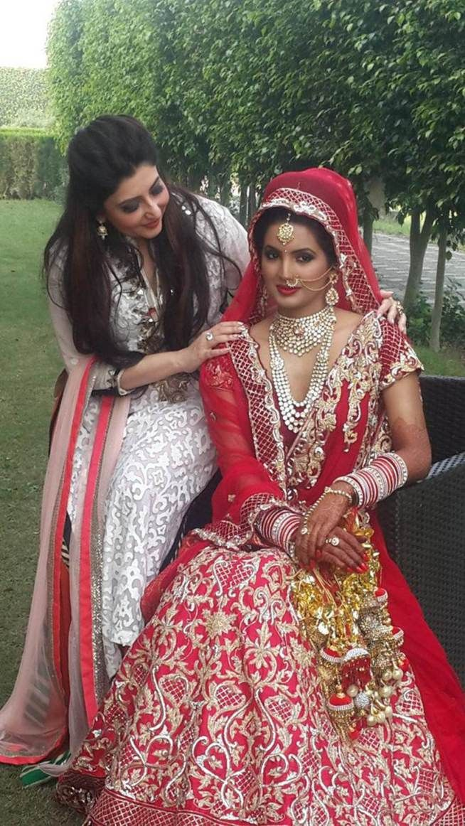 Harbhajan Singh Ties Knot With Geeta Basra Sachin Tendulkar Wife Anjali Among Attendance With Images Indian Bridal Fashion Designer Dresses Indian Celebrity Bride